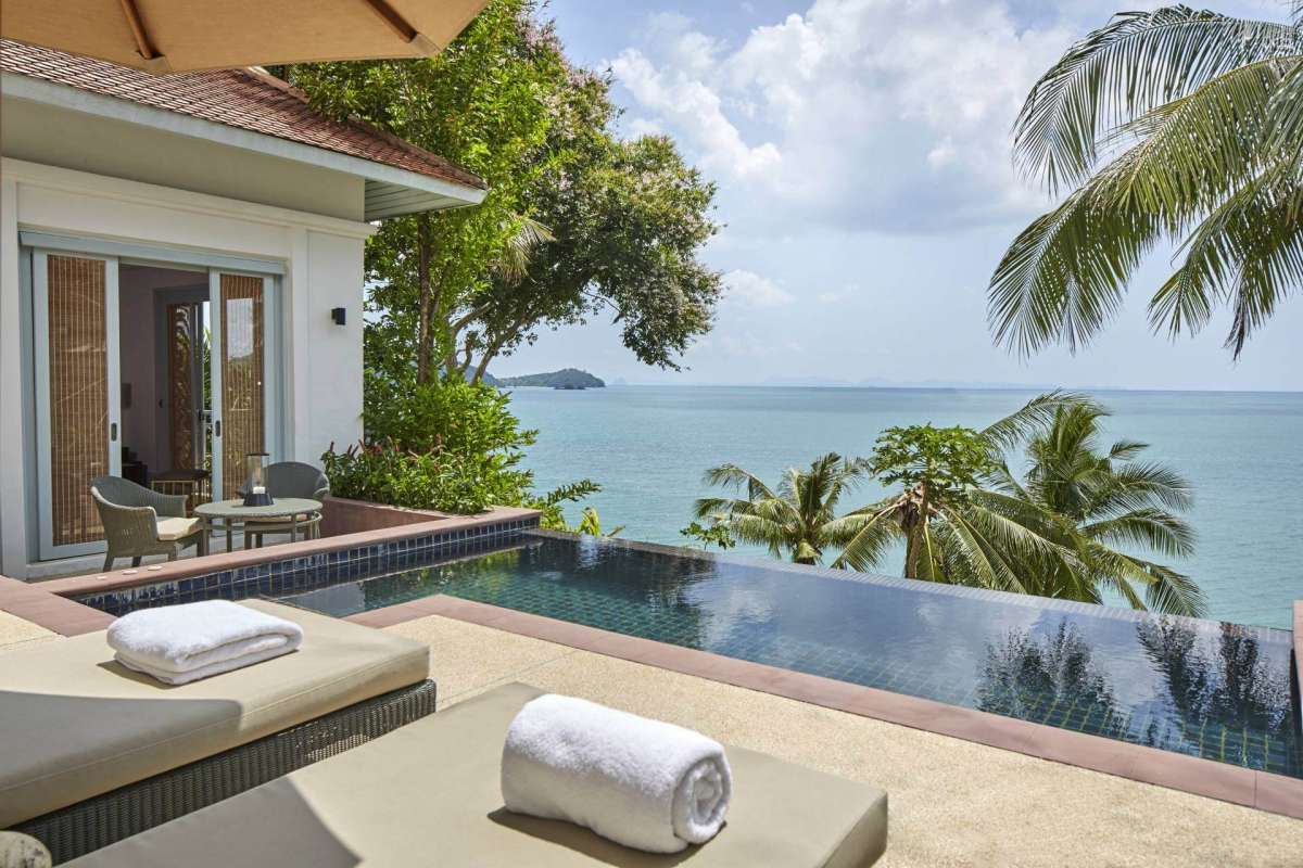 The infinity pool with sea-view of one of the Ocean Villas at Amatara Wellness Resort Phuket