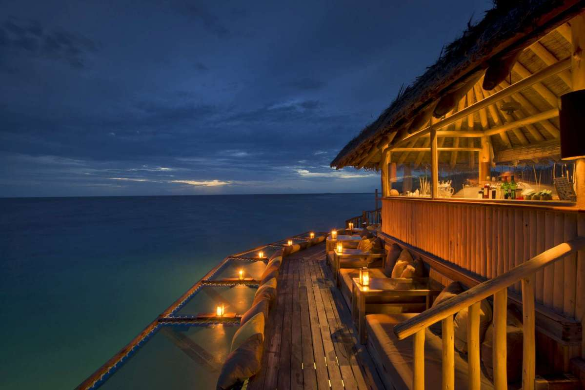 Soneva Fushis bar directly located at the sea and its different seating options