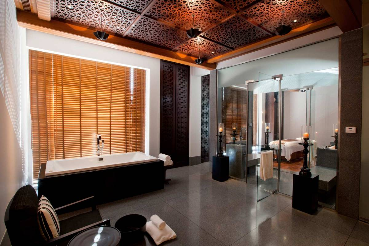 View into the Couple Treatment Suite at The Chedi Muscat spa, with a bathtub and a massage bed